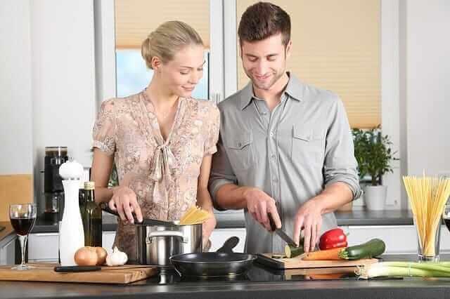 par som lagar mat från matkasse